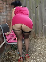 Big butt wife puts out the wahing in stockings and ass revealing dress